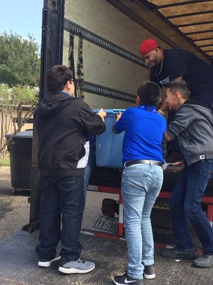 Cantu Students loading boxes