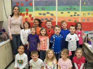 Mrs. Davis' class is wearing 100 Days of School t-shirts.
