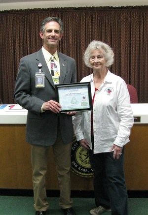 Dr. Snyder receives certificate from Keep San Saba Beautiful!