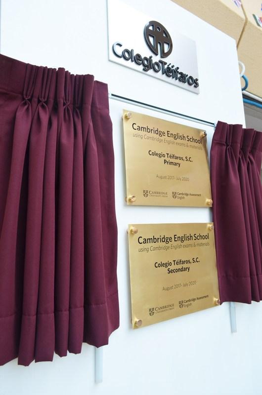 Develación de la placa Cambridge English School. Featured Photo