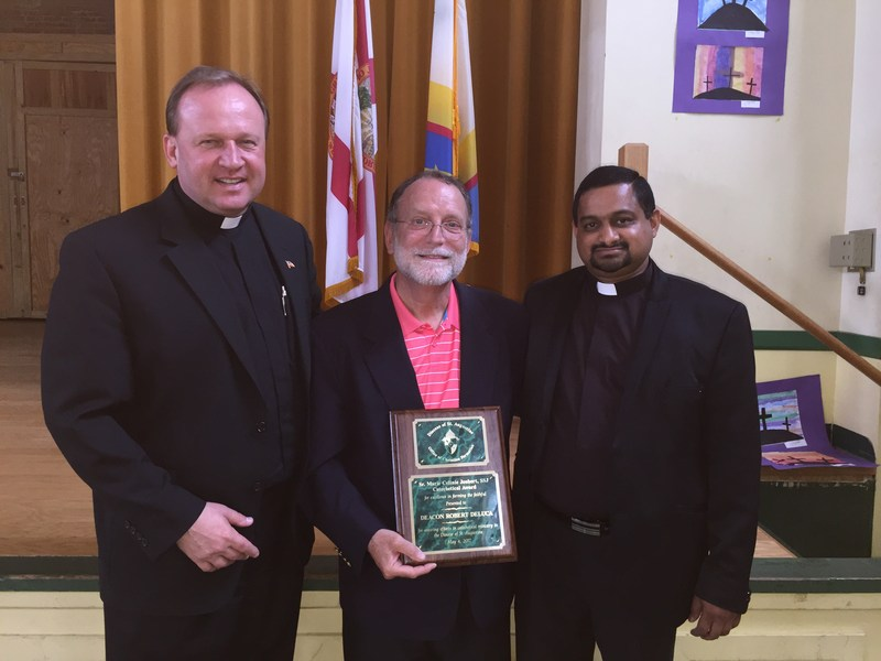 Deacon Robert DeLuca accepts Faith Formation Award Thumbnail Image