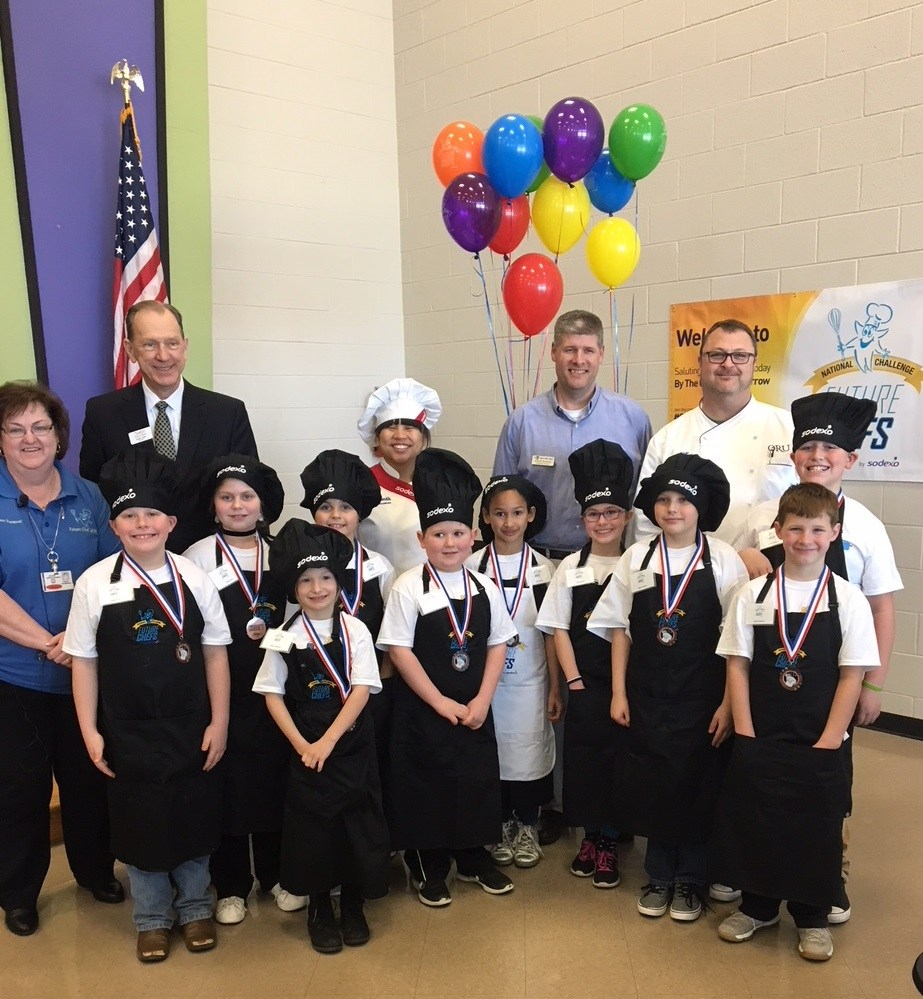 Group picture of future chef's and judges