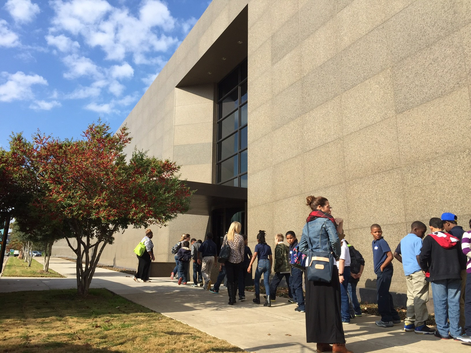 Students visit Amon Carter Museum