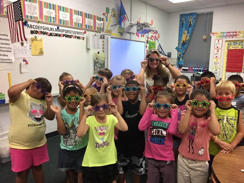Ms. Mette's class wearing star glasses!