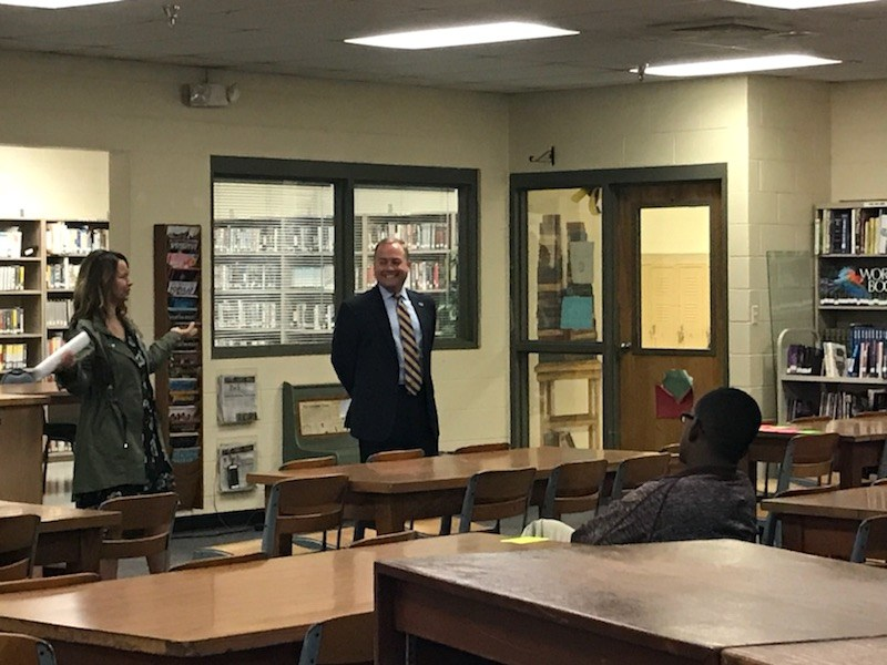 Mayor Hanson talking to CHS students