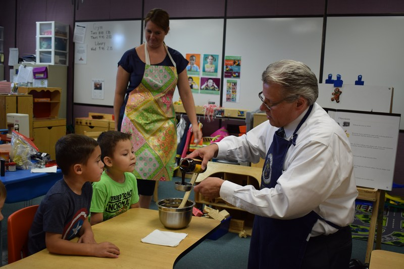 Dr. Machak bakes with Pre-K students Thumbnail Image