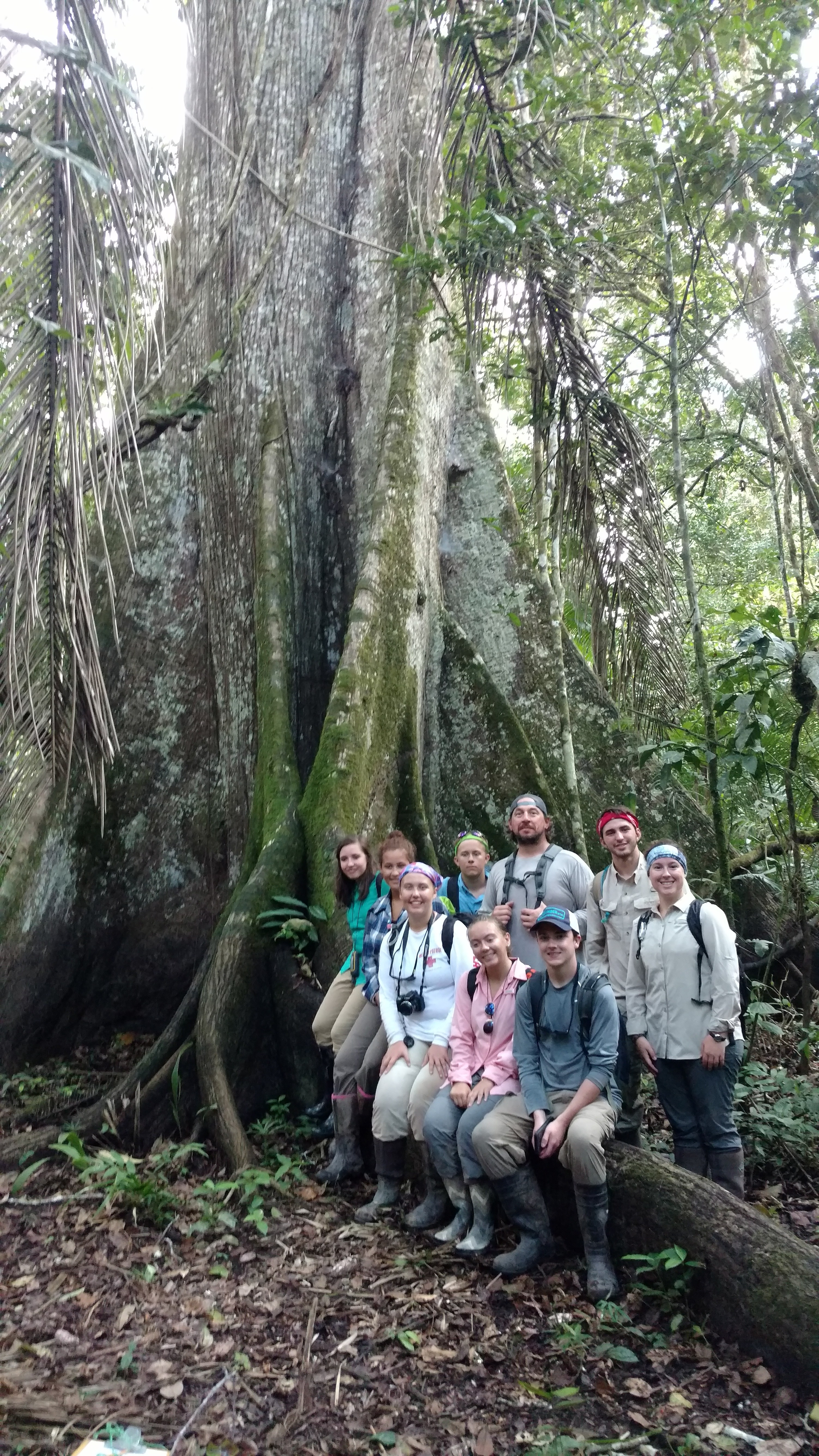 Group photo of students and science teachers on site during the Peru expedition