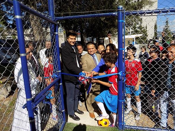 Gran inauguración de cancha de fútbol. Thumbnail Image