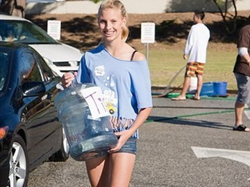 PVHS AVID student collects tips at car wash