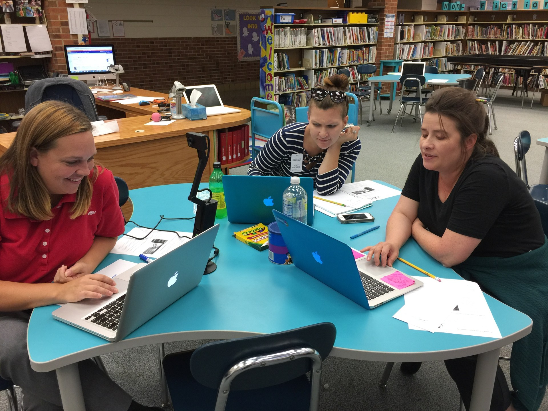 SLMC Robin Snider collaborating with classroom teachers.