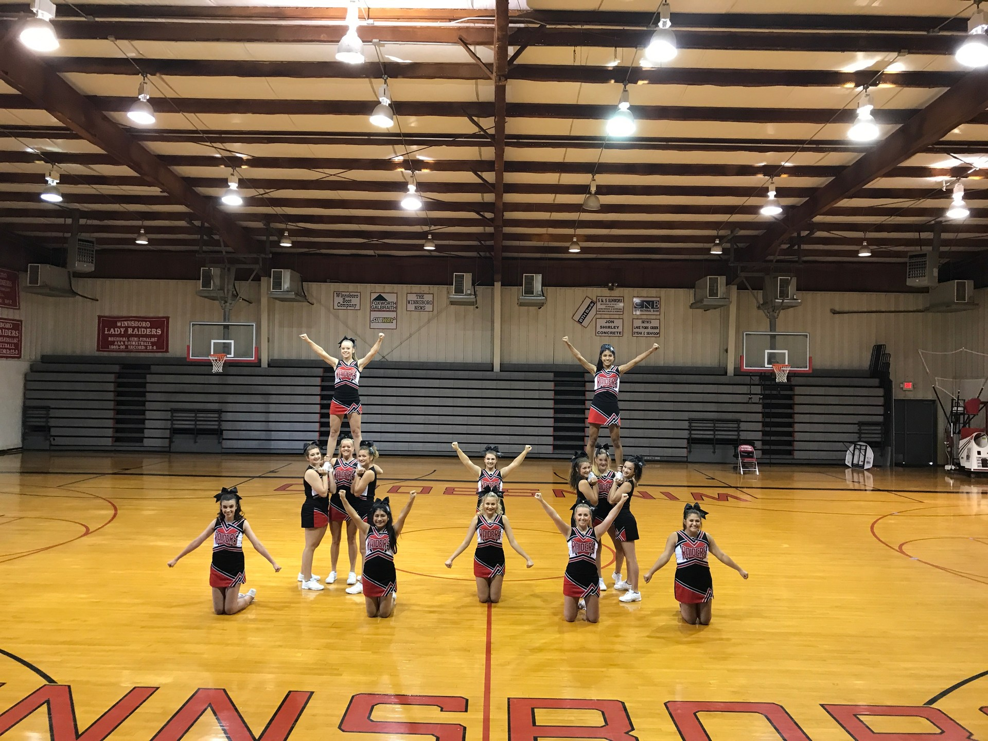 This is a picture of the 2017-18 Varsity Cheerleaders at Cheer Camp.