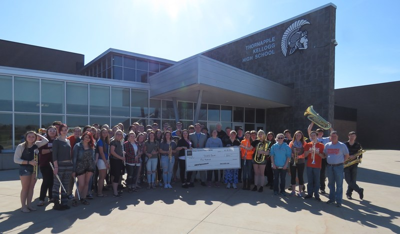 TKHS band students accept a grant.