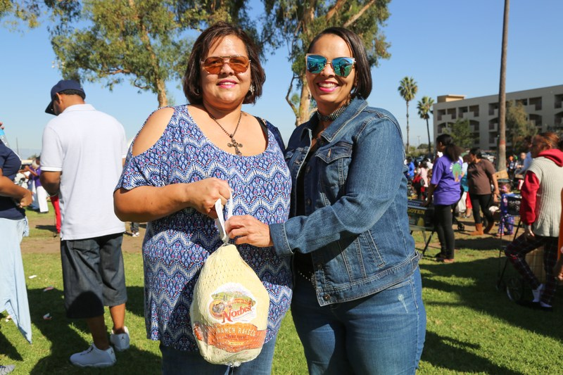 A DAY OF GIVING IN COMPTON: (TURKEY GIVE-AWAY) 2017 Featured Photo