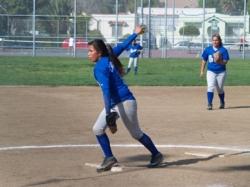 LAHS-Pitcher-Yesenia-2009-5A.jpg