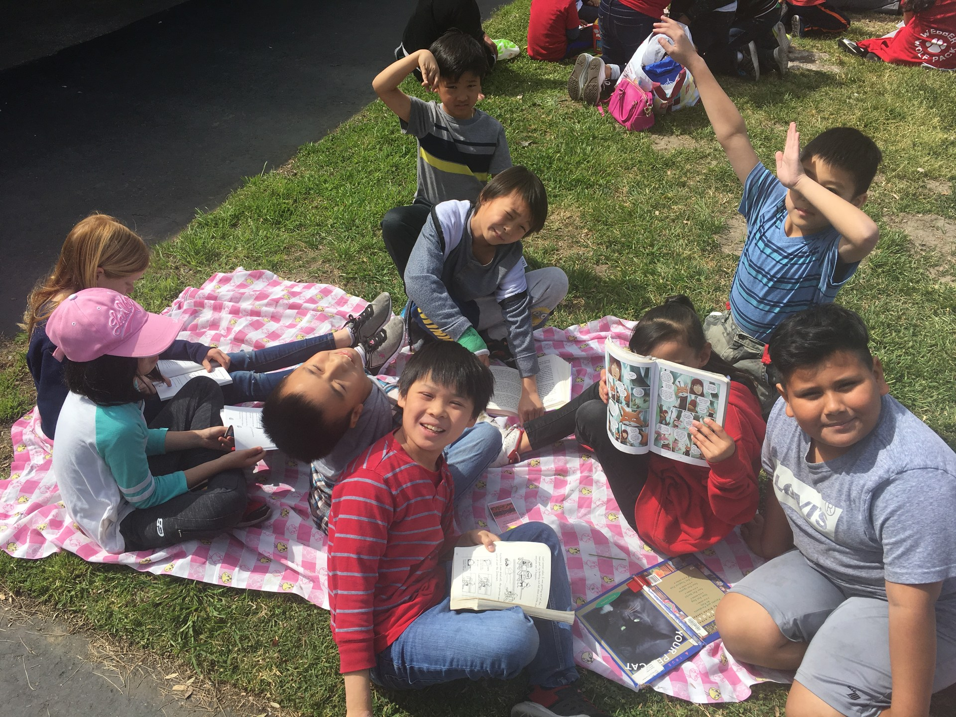 Reading on the Lawn 2018 - Families read and enjoy lunch with each other