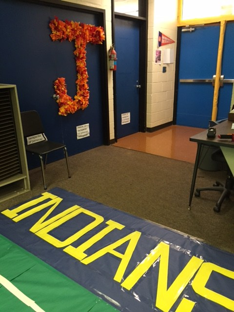Choir room decorated for Homecoming