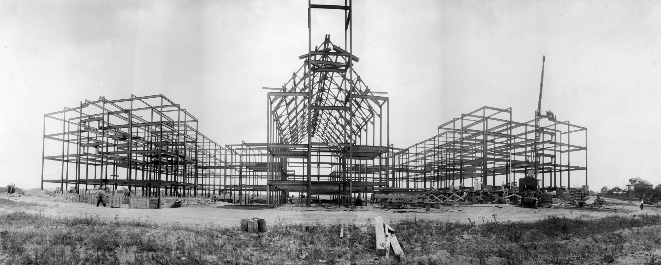 The steel structure of the OLSH school building during its construction in the 1930s