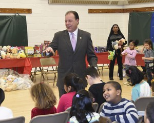 Assemblyman Gjonaj speaking to the assembled children