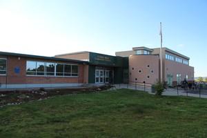 Front entrance to Florida Mesa Elementary School.
