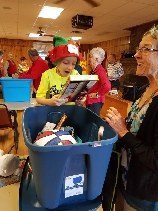 Students open gifts from Rotary Club of Marion