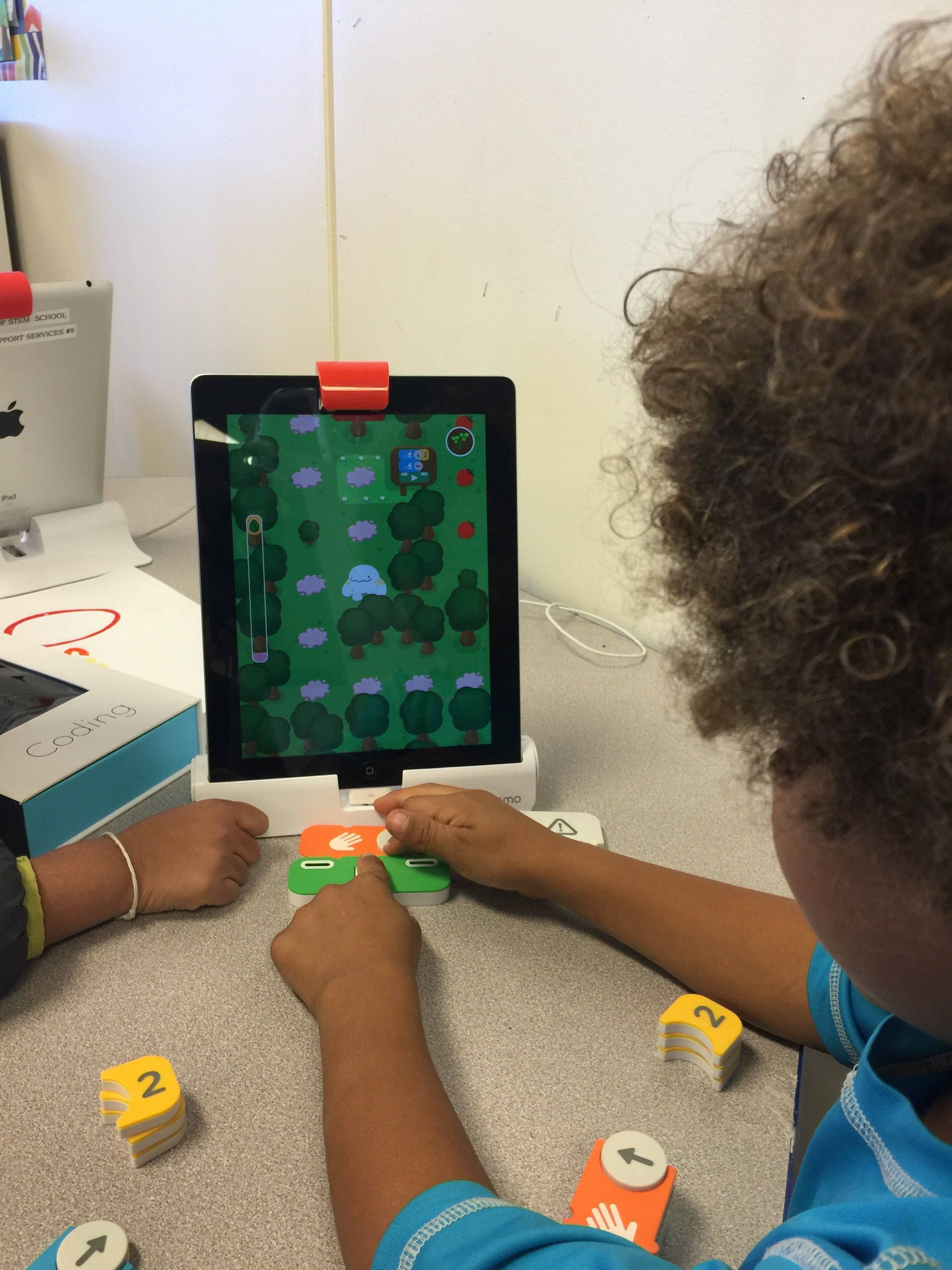 elementary playing games on ipads