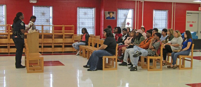 Guest Speaker- APD Officer Jefferson on campus Thumbnail Image