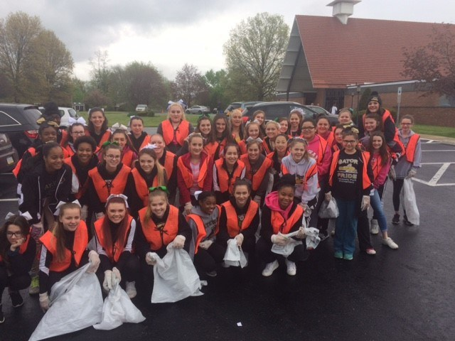 Cheerleaders clean up Monroeville