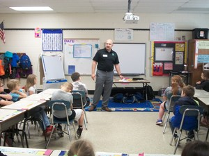 Lexington Utilities Natural Gas employee talks to second graders.