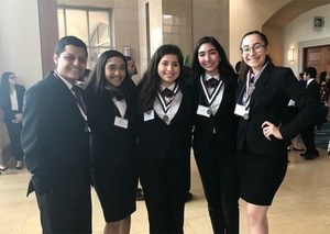 Group picture of VMHS HOSA students advancing to state competition