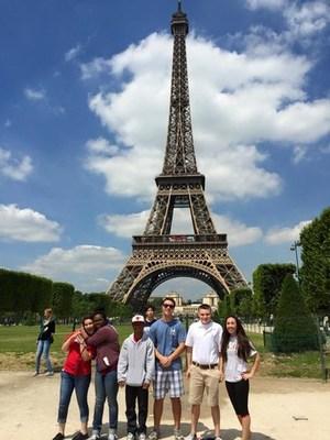rsz_small-group-eiffel-tower.jpg