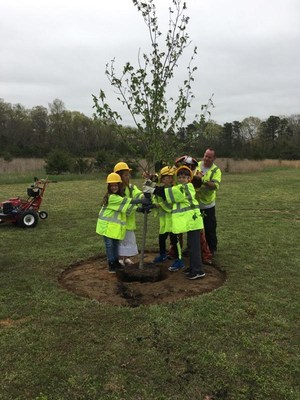 Students plant tree 2.jpg