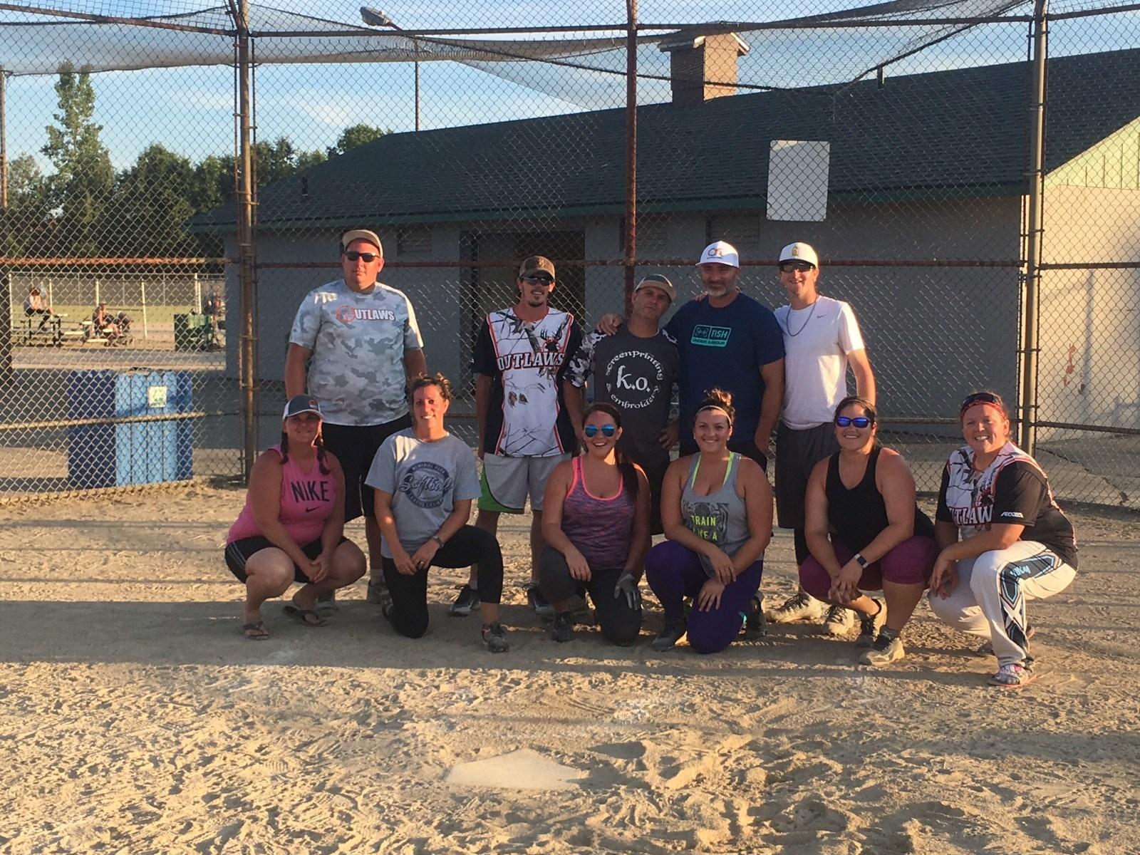 Sunday night co-ed softball champs, Outlaws