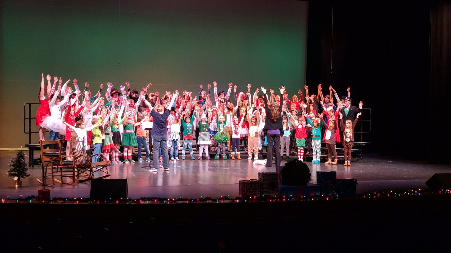 Stars perform 'Jingle Bell Hill'