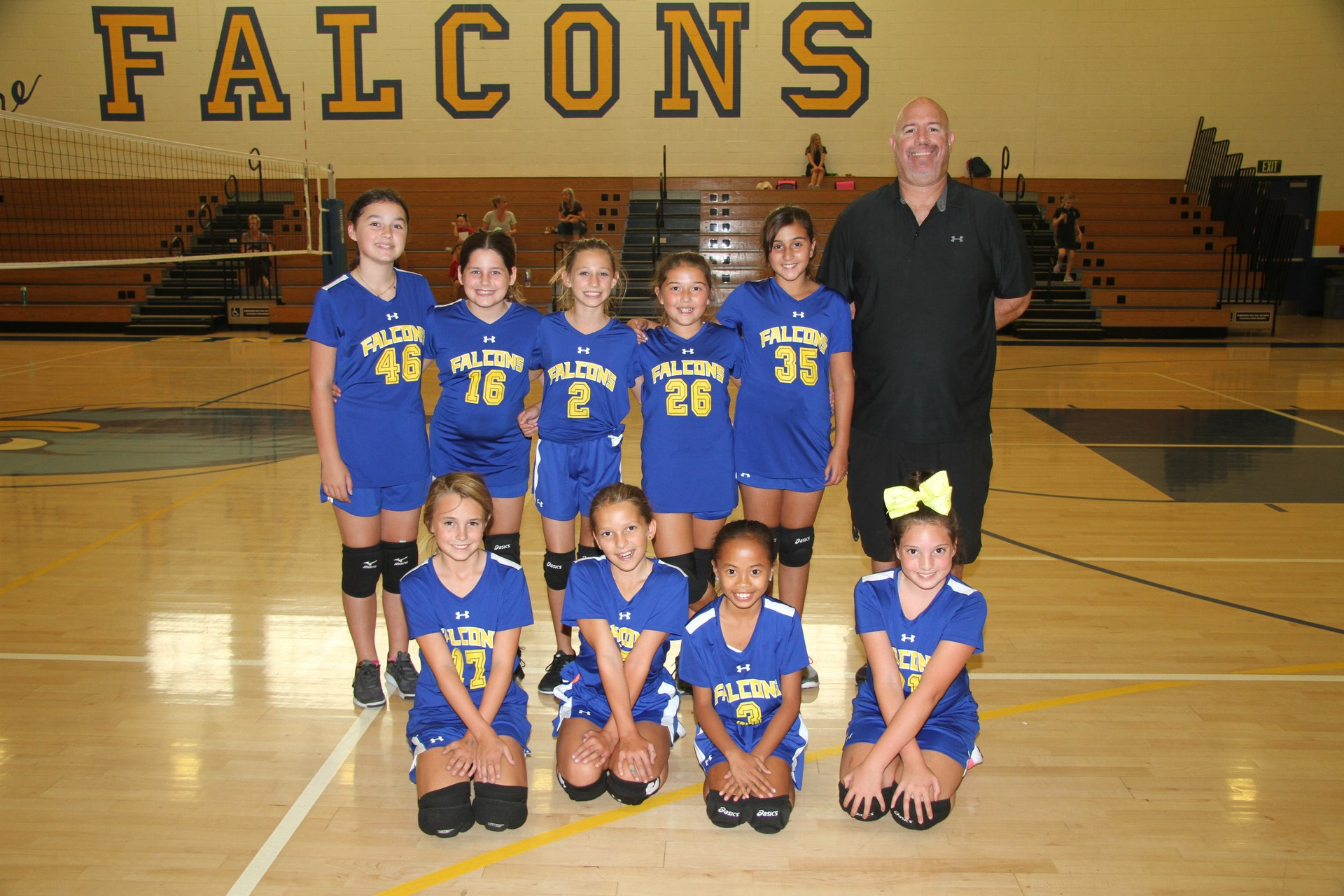 team photo of canyon B girls volleyball