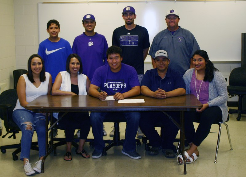 Botello Signs with Hardin Simmons Thumbnail Image