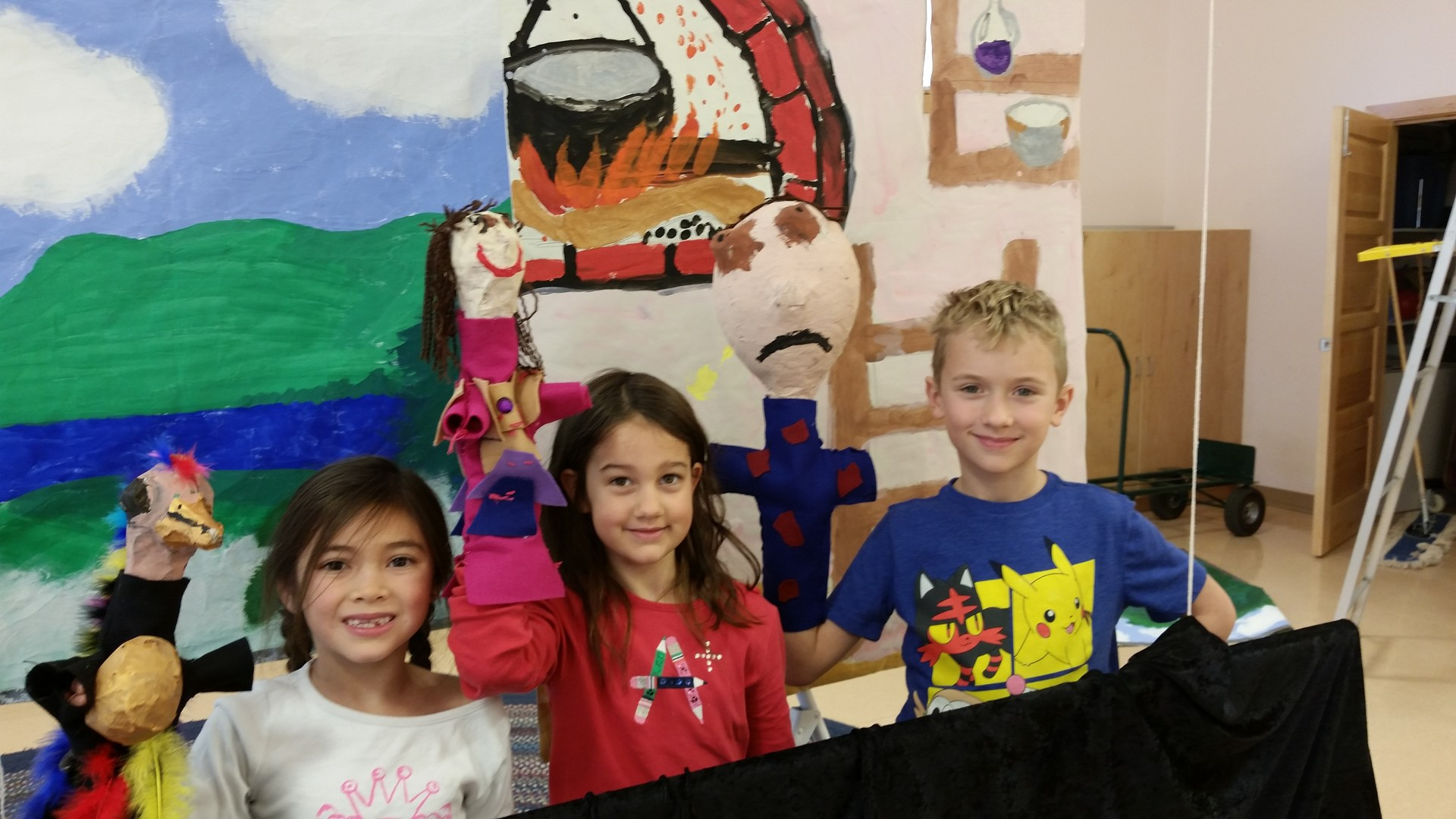 Lower El kids at puppet show