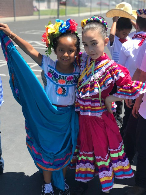 First grade students on Cinco de mayo