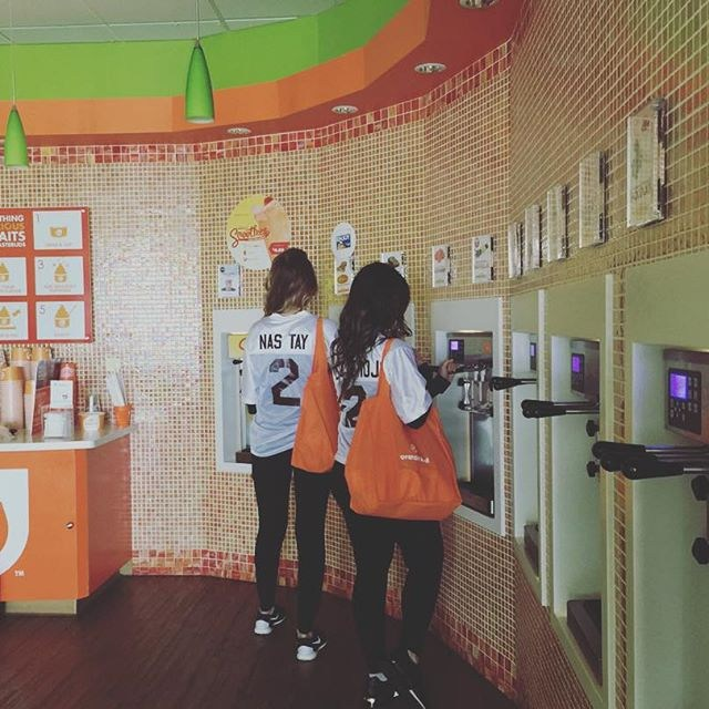 students buy froyo