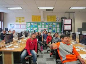 children in the computer lab