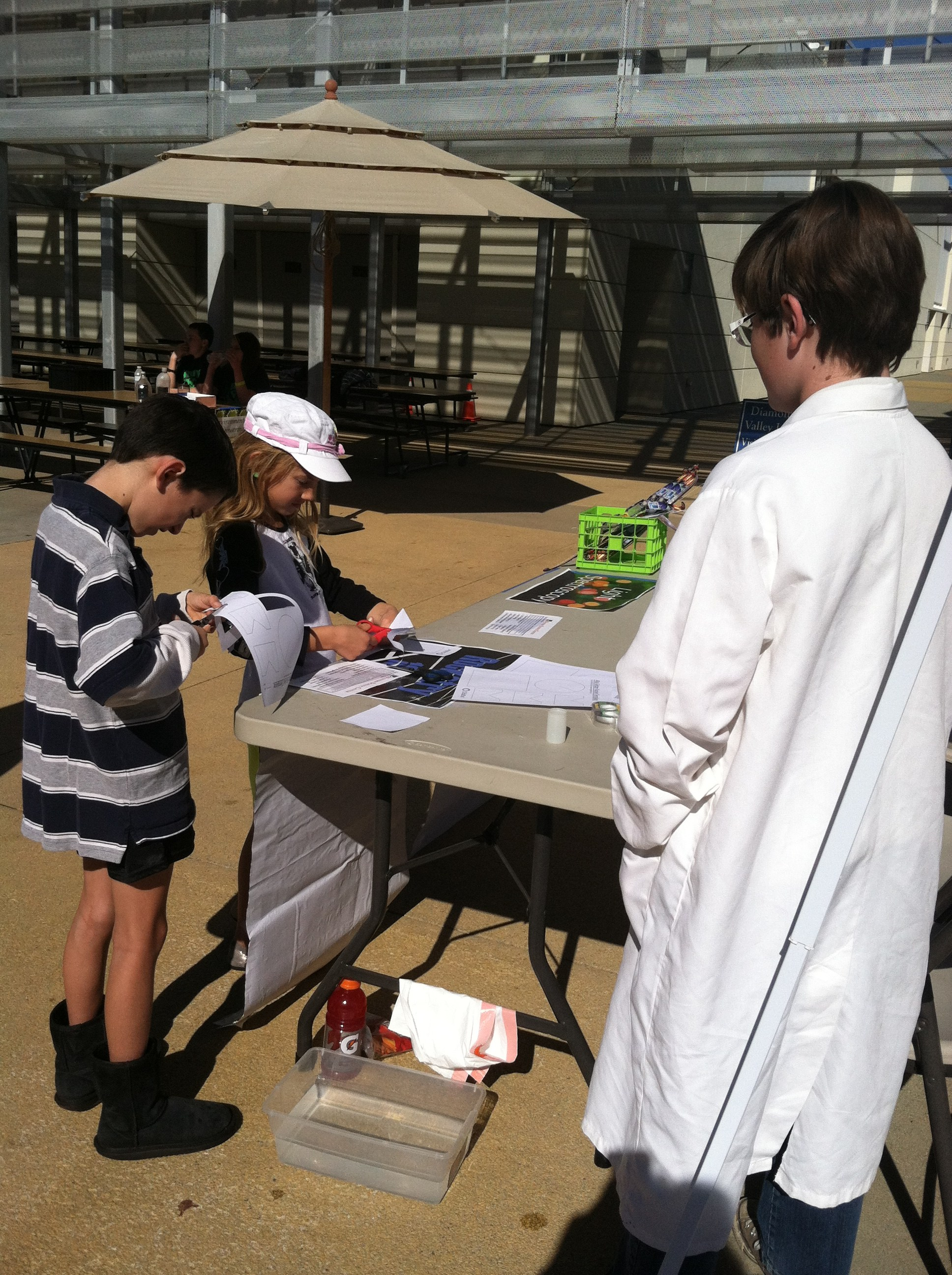The 7th grade Maven Lab students volunteered to help out this past Saturday for the Science Saturday sponsored by the Western Science Center