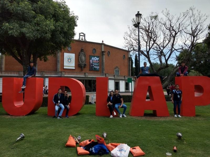 Asisten  a la ExpoUDLAP Featured Photo