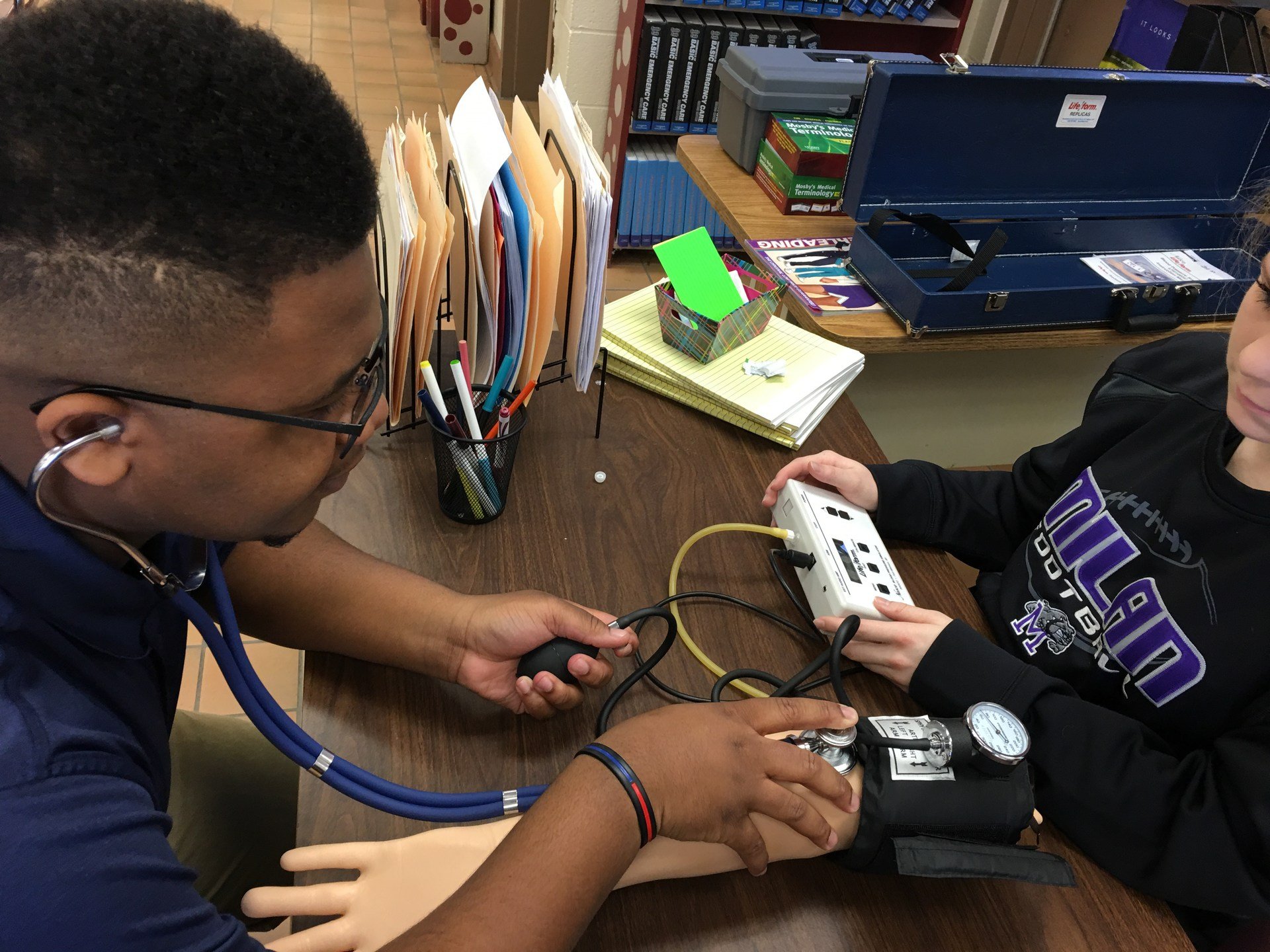 students practicing blood pressure