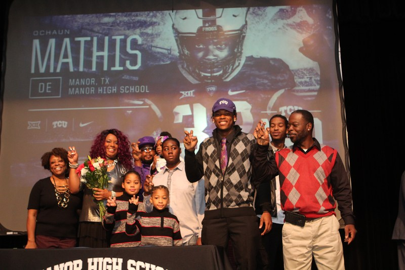 MHS Defensive End Ochaun Mathis Signs with TCU Thumbnail Image