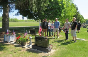 TK eighth graders decorate graves of veterans