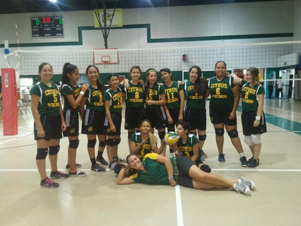 Citrus Volleyball players posing for team picture