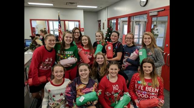 8th grade girls basketball team celebrating Christmas