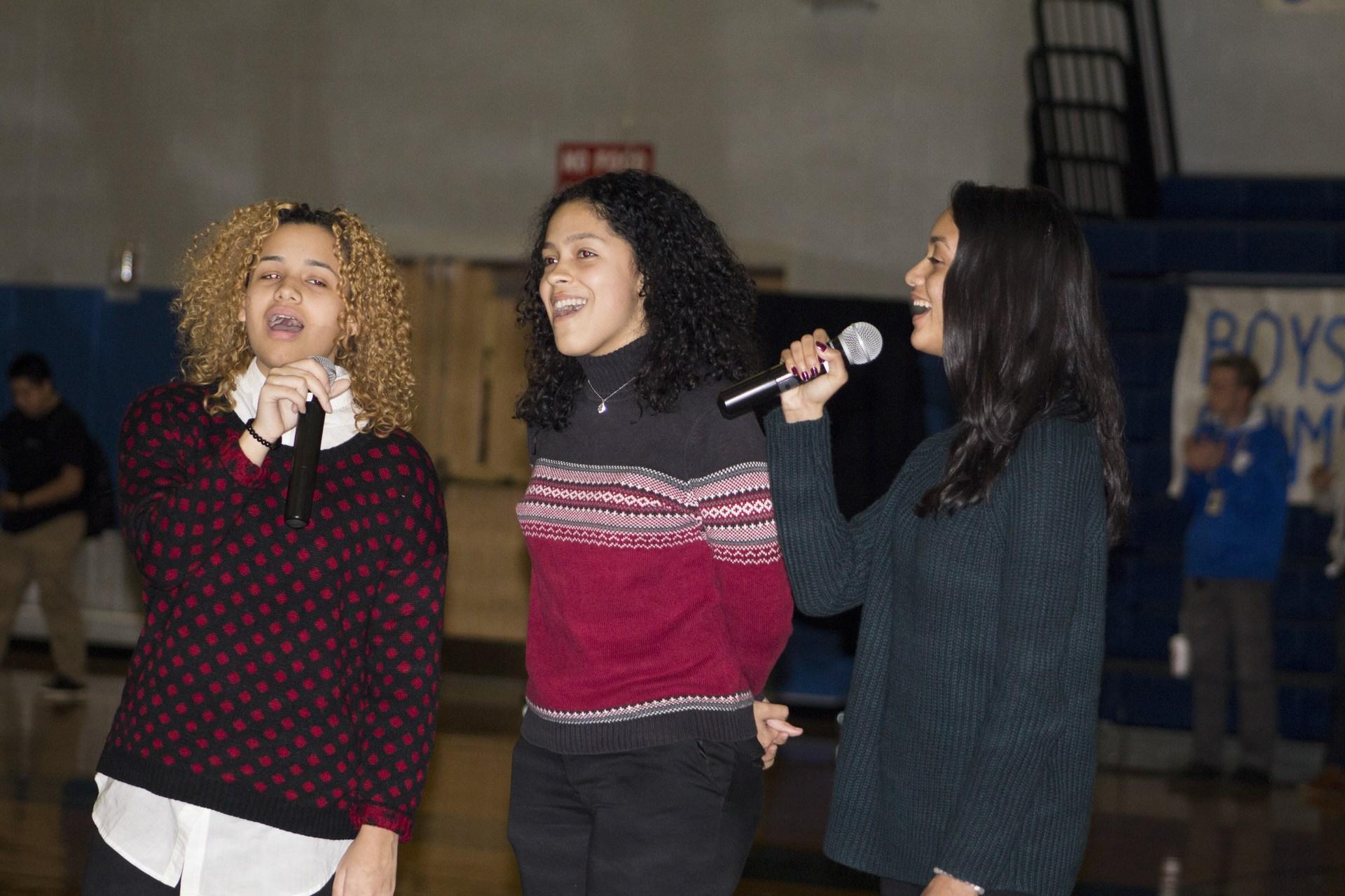 three girl singers