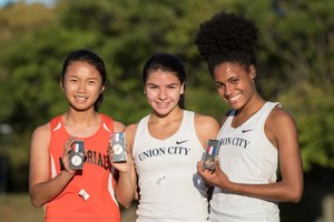 UCHS Girl Cross Country Team Winners