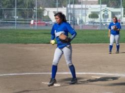 LAHS-Pitcher-Yesenia-2009-3A.jpg
