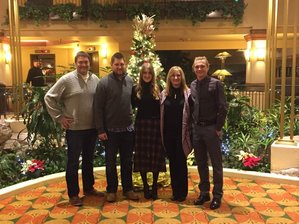 ¡Mi familia! (Dad-Matt, Brother-Nic, Me, Mom-Lisa, Brother-Ben)